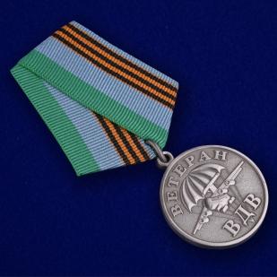 Медаль ВДВ Ветеран серебряная в футляре с удостоверением - общий вид