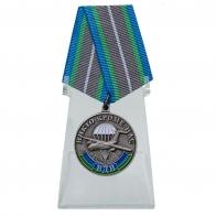 Медаль ВДВ За ратную доблесть на подставке