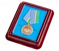 """Медаль ВДВ """"За верность десантному братству"""" в бархатистом футляре из флока"""