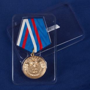 """Медаль """"Вневедомственная охрана. 60 лет"""" в футляре"""