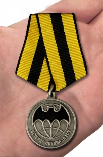 Медаль Ветеран Спецназа ГРУ - вид на ладони