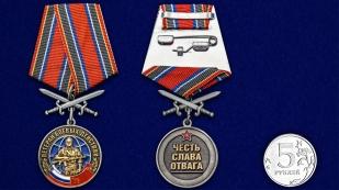 Медаль Ветеран боевых действий с мечами - сравнительный размер