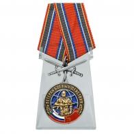 Медаль Ветеран боевых действий с мечами на подставке