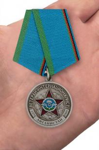 Медаль «Ветеран-интернационалист» Афганистан - вид на ладони