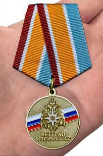 "Медаль ""Ветеран МЧС"" - вид на ладони"
