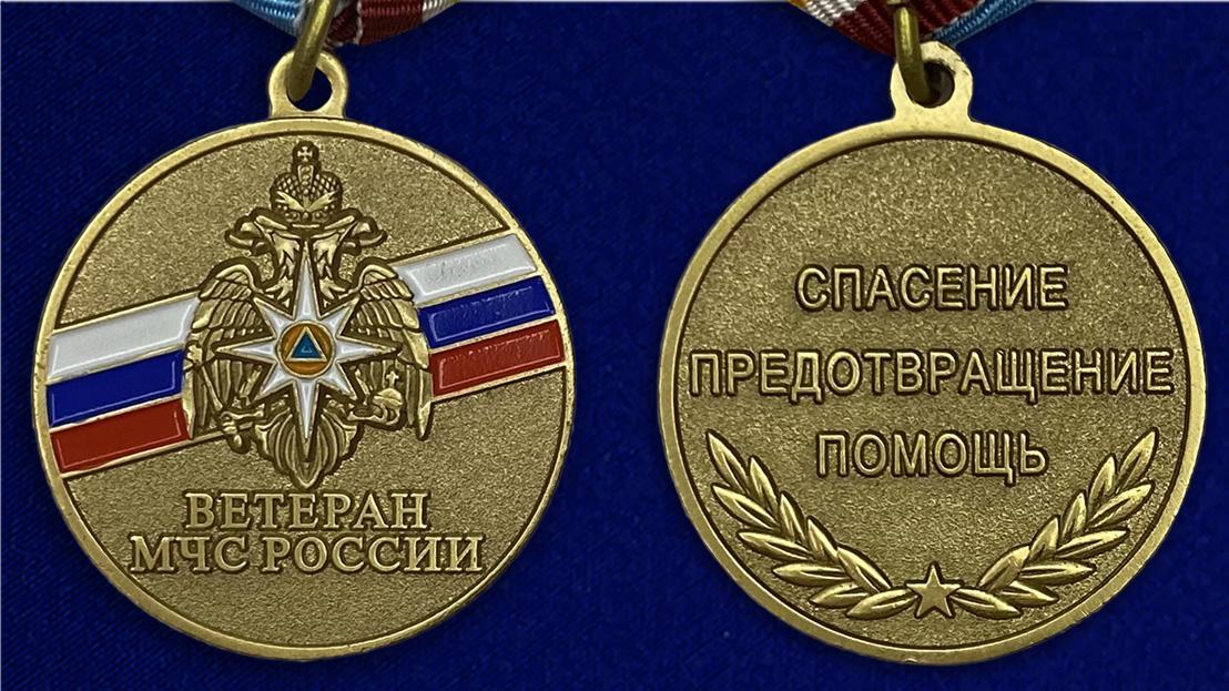 """Медаль """"Ветеран МЧС России"""" - аверс и реверс"""