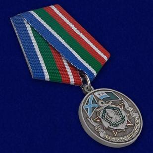 """Медаль """"Ветеран Морчасти Погранвойск"""" в бархатистом футляре бордового цвета с прозрачной крышкой - общий вид"""