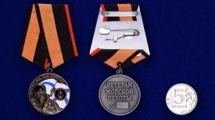 """Медаль """"Ветеран Морской пехоты""""-сравнительный размер"""