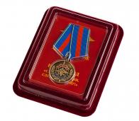 """Медаль Ветеран МВД """"Служим России, служим закону"""" в бархатистом футляре из флока"""