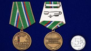 Медаль Ветеран Пограничных войск в бархатном футляре - Сравнительный вид