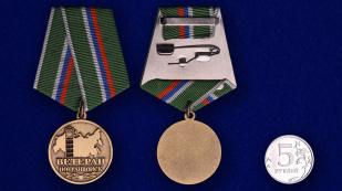 Медаль Ветеран погранвойск в футляре с удостоверением - сравнительный вид