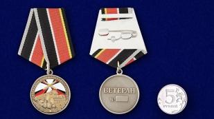 """Медаль """"Ветеран РВиА"""" - сравнительный размер"""