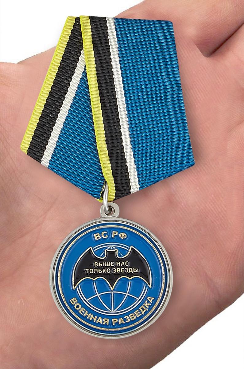 "Медаль ""Ветеран спецназа ГРУ"" - вид на ладони"