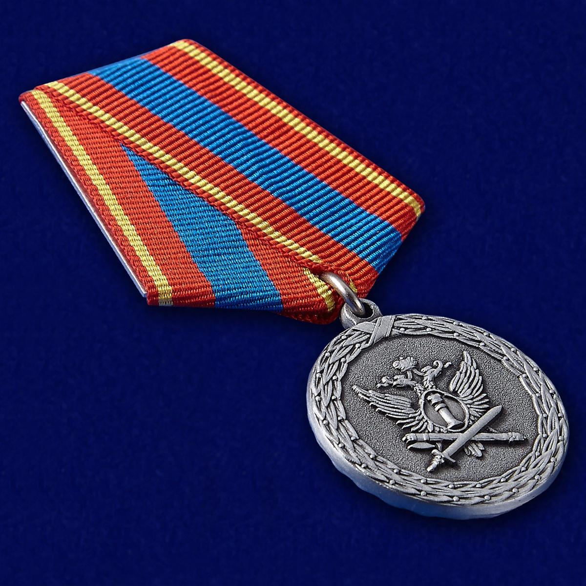 Медаль Ветеран уголовно-исполнительной системы в футляре из флока - общий вид