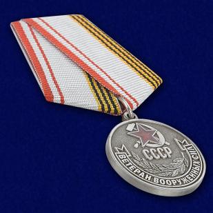 Медаль Ветеран ВС СССР - вид под углом