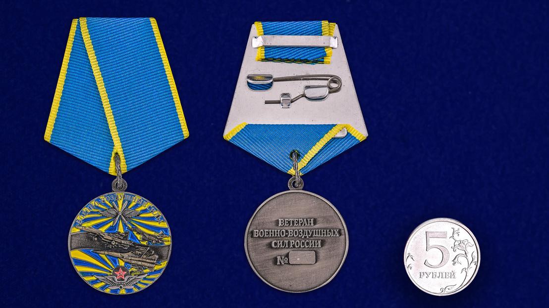 """Медаль """"Ветеран ВВС"""" в футляре с удостоверением - сравнительный вид"""