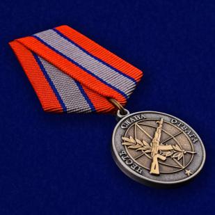 Медаль Ветерану боевых действий в нарядном футляре из бархатистого флока - общий вид