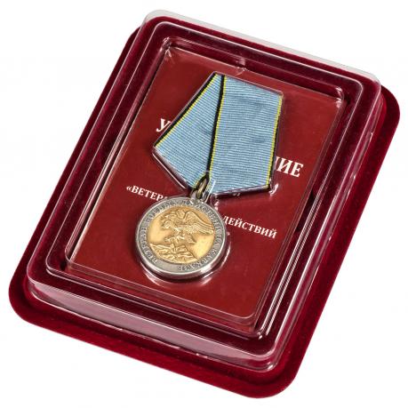 Медаль Ветерану боевых действий на Кавказе в наградном футляре из бордового флока