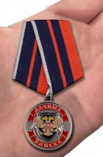 Медаль Ветерану Дачных войск - вид на ладони