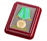 """Медаль """"Ветерану ФССП"""" в нарядном бархатистом футляре из флока"""