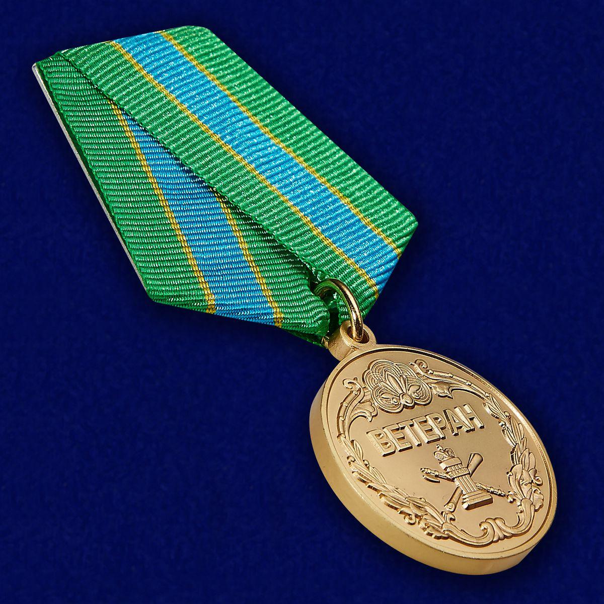 Медаль Ветерану ФССП в нарядном бархатистом футляре из флока - общий вид