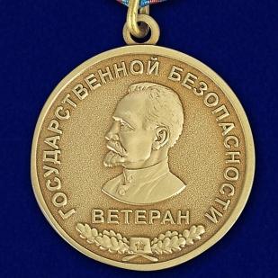 """Аверс медали """"Ветерану Государственной безопасности"""" в наградном футляре"""