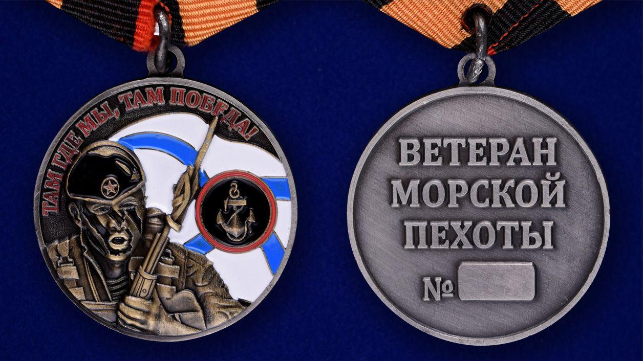Медаль Ветерану Морской пехоты в футляре из флока с пластиковой крышкой - аверс и реверс