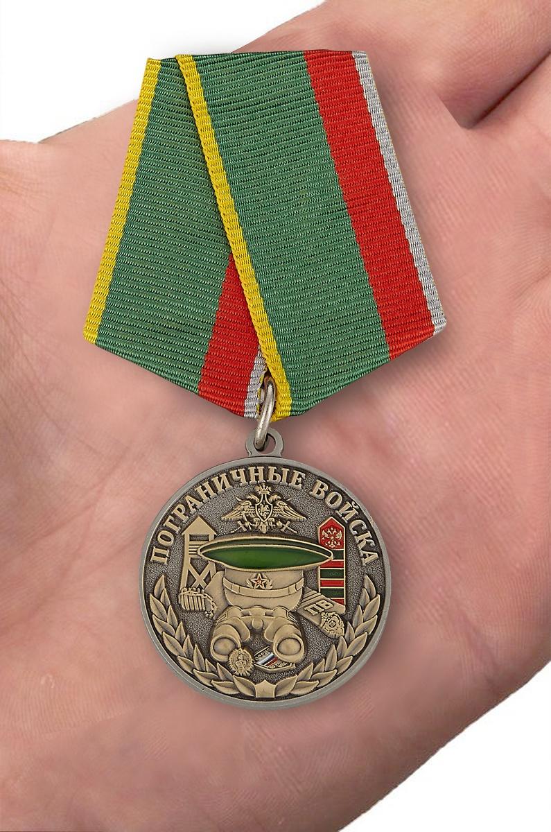 Медаль Ветеран Пограничных войск - вид на ладони