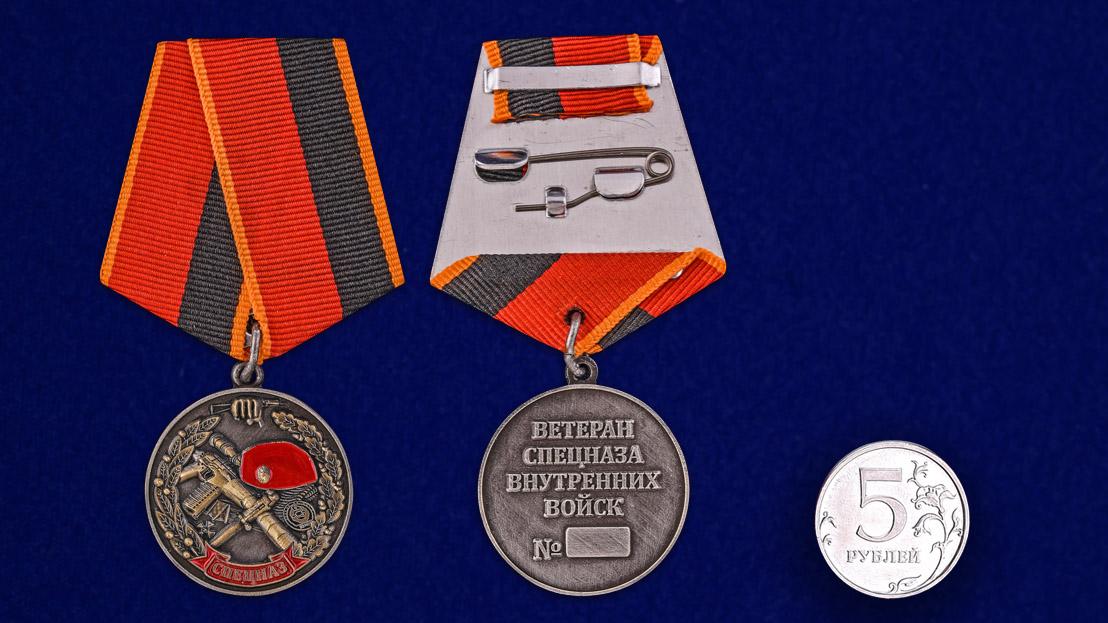 """Медаль """"Ветеран спецназа ВВ"""" в бархатистом футляре из флока - сравнительный вид"""