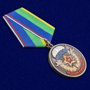 Медаль Ветерану ВДВ в футляре из флока с пластиковой крышкой - общий вид