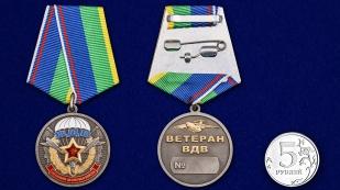 Медаль Ветерану ВДВ в футляре из флока с пластиковой крышкой - сравнительный вид