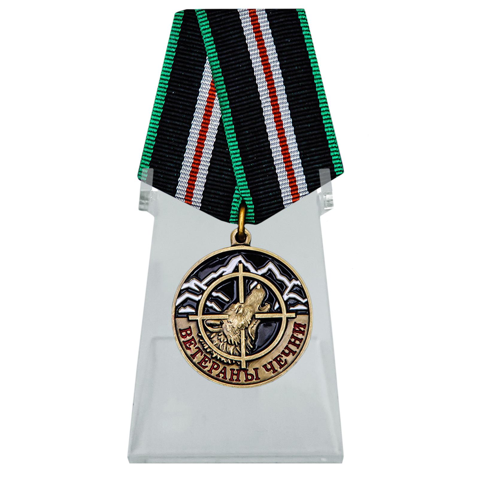 Медаль Ветераны Чечни на подставке