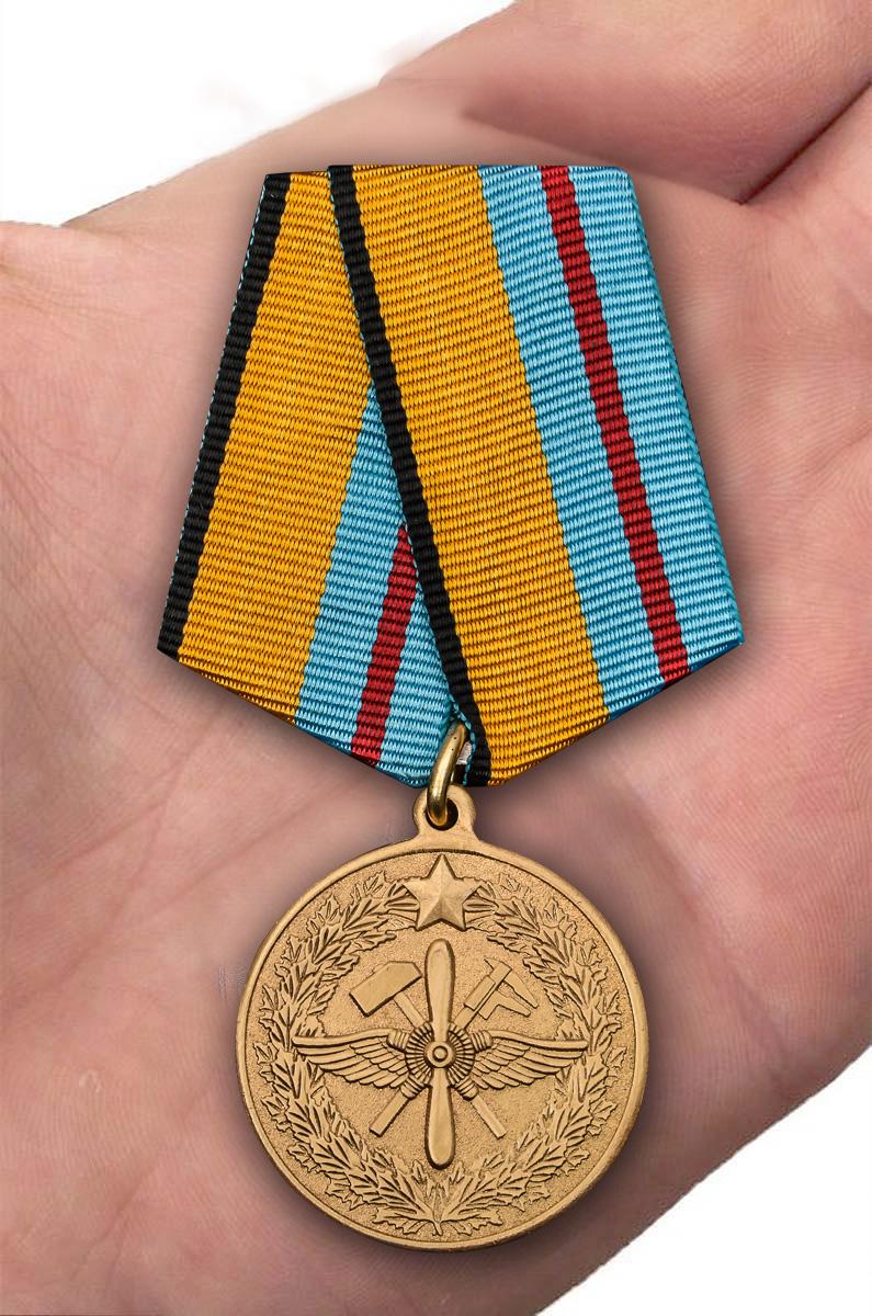 Медаль  ВКС 100 лет инженерно-авиационной службе - на ладони