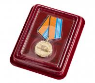 """Медаль ВМФ РФ """"За службу в надводных силах"""" в красивом футляре из флока"""