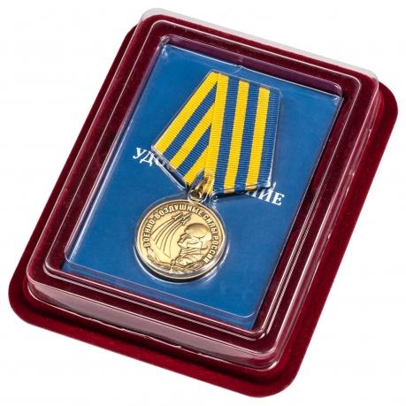 Медаль Военно-воздушные силы России в футляре из бархатистого флока