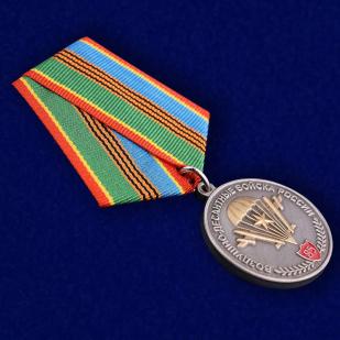 Медаль «Воздушно-десантные войска России»в футляре из флока с пластиковой крышкой - общий вид