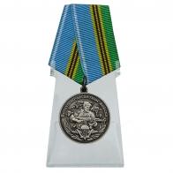 Медаль Воздушно-десантных войск Никто, кроме нас на подставке
