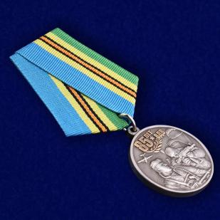 Медаль Воздушно-десантных войск России в бархатистом футляре из флока - общий вид