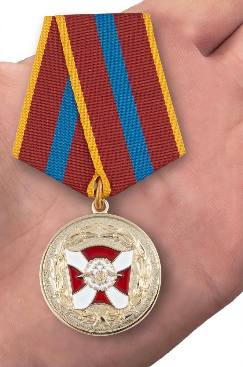 Медаль ВВ МВД РФ За содействие - вид на ладони