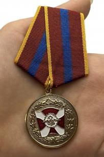 Медаль ВВ МВД России «За содействие» - вид на ладони
