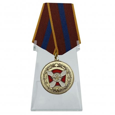 Медаль ВВ МВД За содействие на подставке