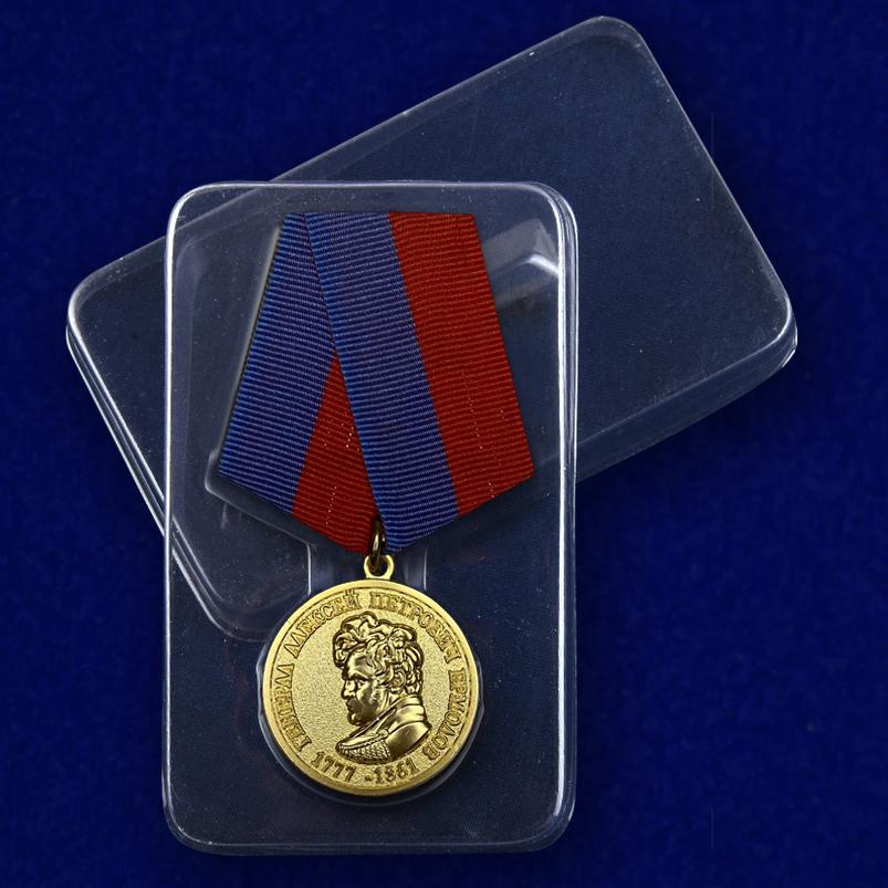 """Медаль """"За безупречную службу. Генерал Ермолов"""" - вид в футляре"""