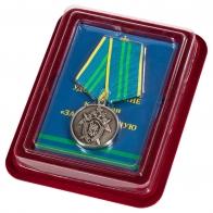 Медаль За безупречную службу 2 степени СК РФ в бархатистом футляре из флока с удостоверением в комплекте