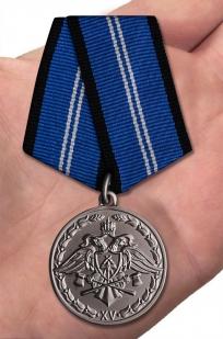 Медаль За безупречную службу 2 степени (Спецстрой) на подставке - вид на ладони