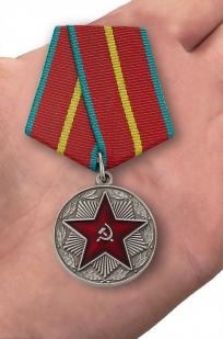 Медаль За безупречную службу ВС СССР 1 степени (муляж) - вид на ладони