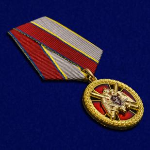 """Медаль """"За боевое отличие"""" Росгвардия в бордовом футляре с покрытием из бархатистого флока - общий вид"""