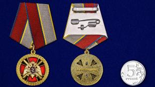 """Медаль """"За боевое отличие"""" Росгвардия в бордовом футляре с покрытием из бархатистого флока - сравнительный вид"""