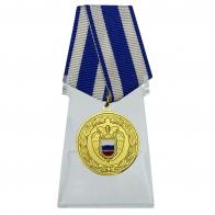 Медаль За боевое содружество ФСО РФ на подставке