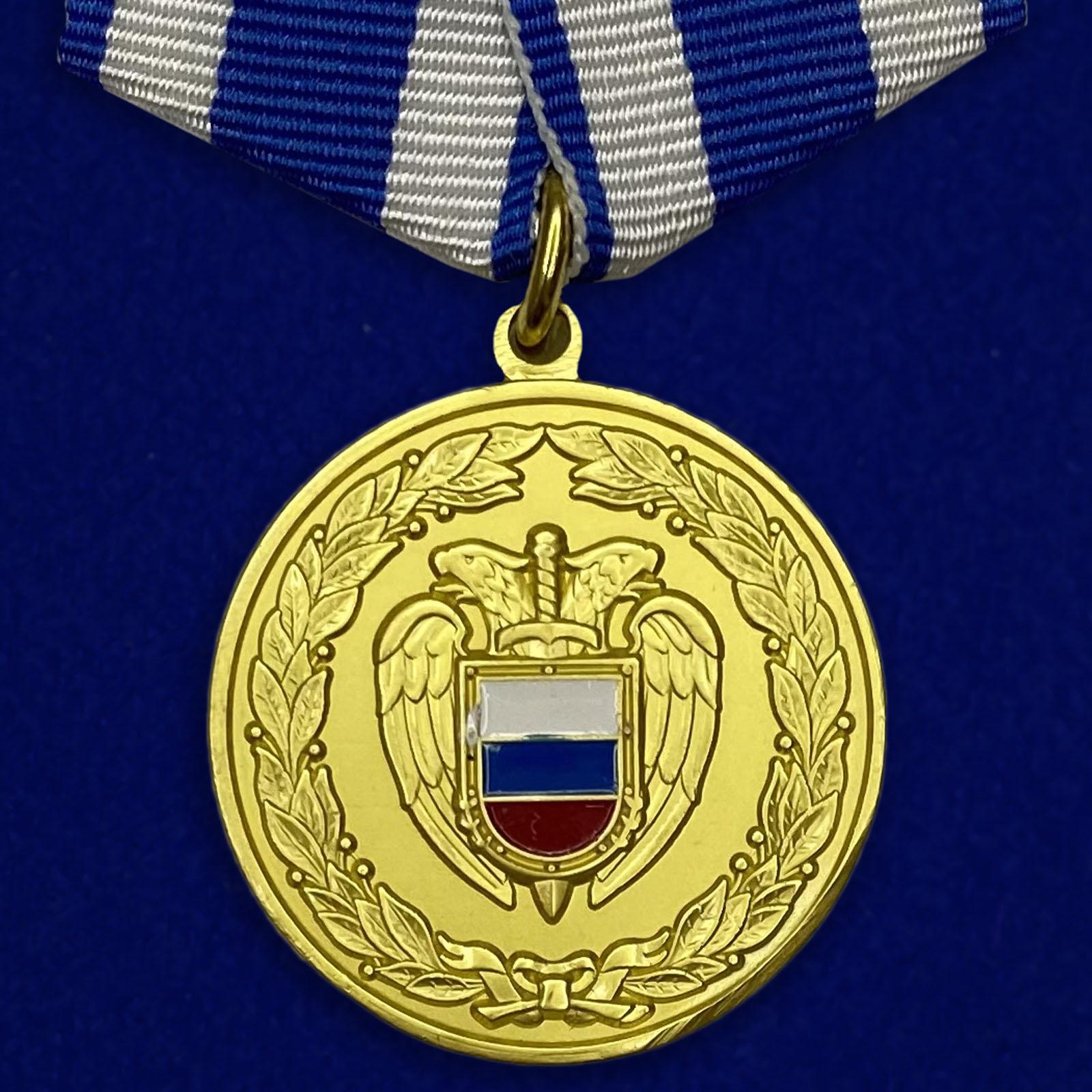 Купить медаль За боевое содружество ФСО РФ на подставке с доставкой