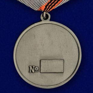 """Медаль """"За боевые заслуги Новороссии"""" в футляре из бордового флока - купить с доставкой"""
